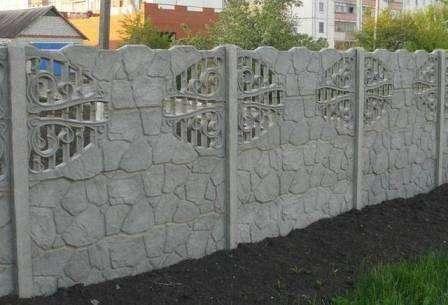 серый бетонный еврозабор