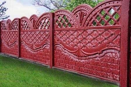 красный забор из секций