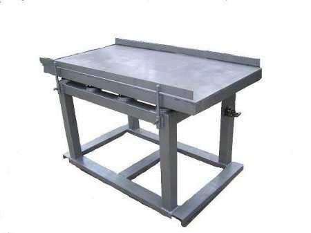 Для данного способа используется вибропресс, бетоносмеситель и пуансон (специальный пресс, точно повторяющий очертания формы).