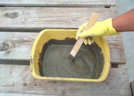 Далее готовится раствор из песка, цемента и небольшого добавления клея ПВА