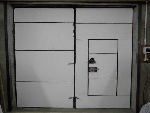 При утеплении гаражных ворот изнутри своими руками нужно избегать распространенных ошибок