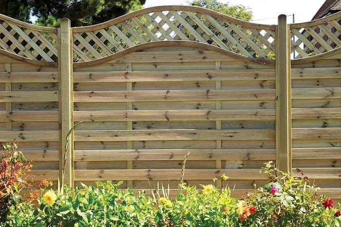 когда лучше ставить забор весной или осенью