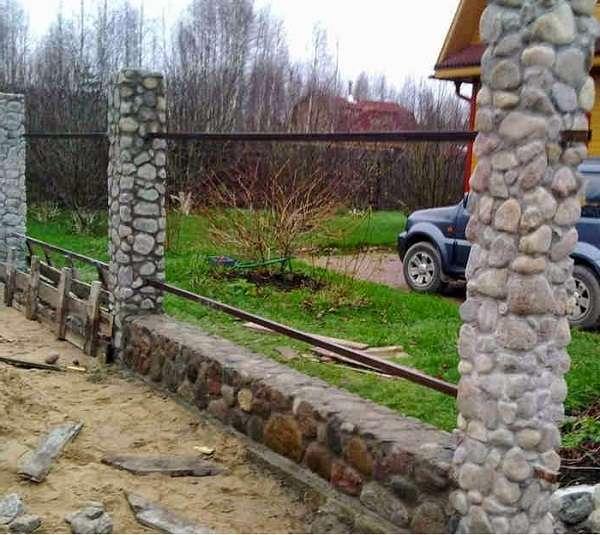 Застройщики могут рекомендовать ставить забор на участке в любое время года