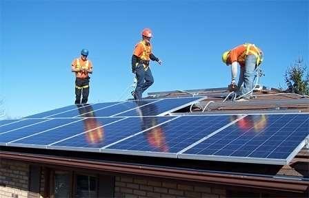 Рассмотрение вопроса о стоимости солнечных батарей для дома, правильно начинать со знакомства с существующих разновидностей фотоэлектрических установок.