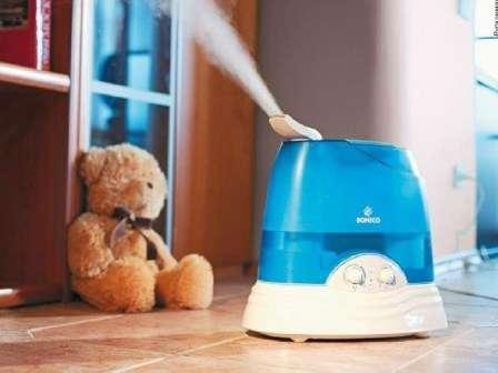 Кроме проветривания, важно обеспечить регулярную уборку в детской комнате.