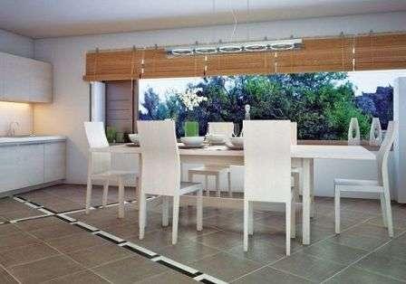 Пол коридора и жилых комнат можно покрыть керамикой III категории.