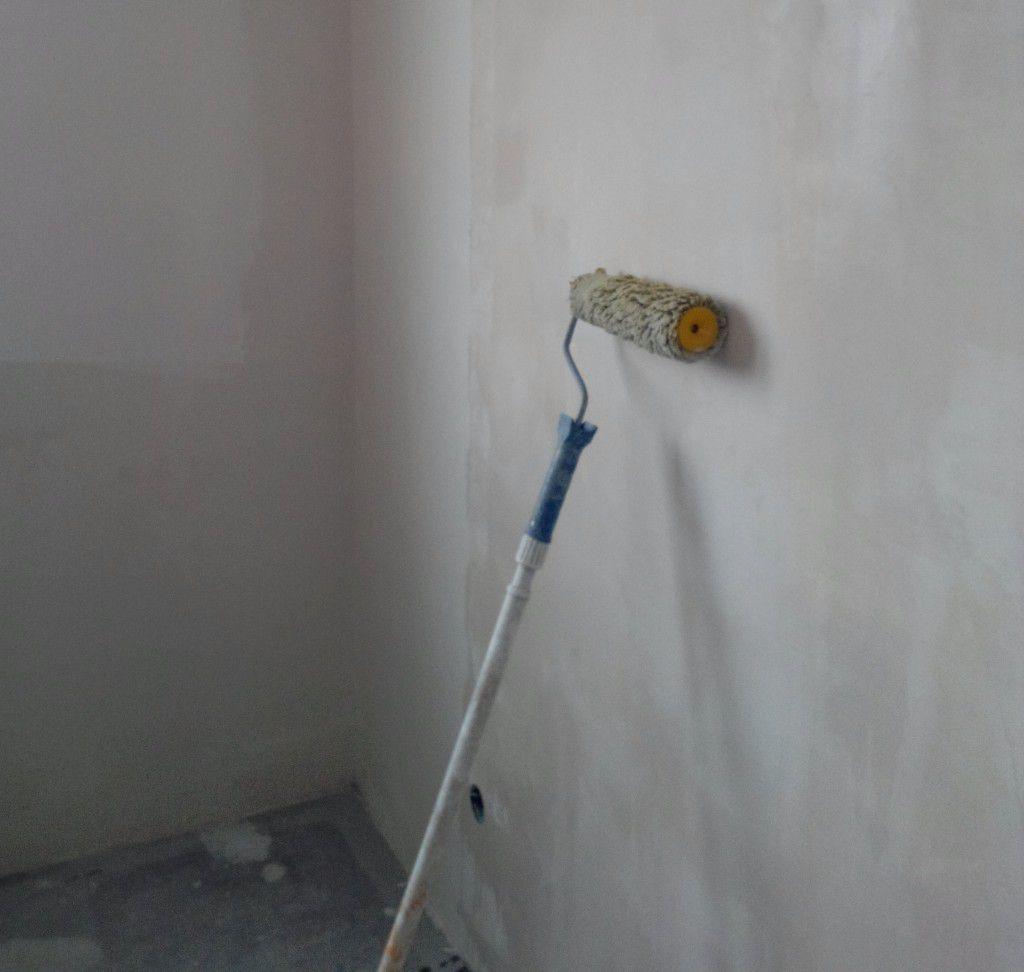 отделка стен искусственным камнем в прихожей