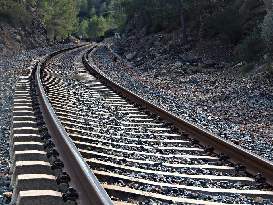 Железнодорожные рельсы – преимущества приобретения у надежного поставщика