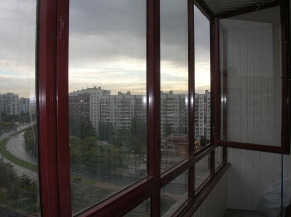 Самые распространенные типы остекления балконов