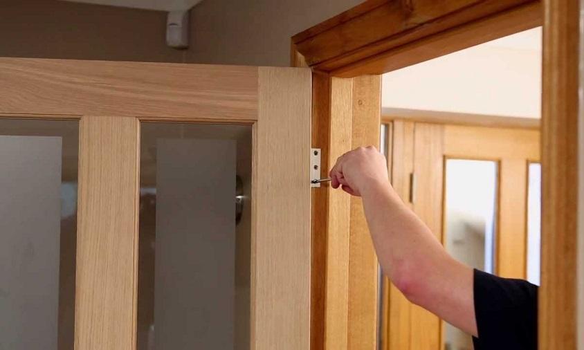 Замена дверной коробки: основные этапы