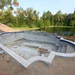 Как осуществляется строительство бетонных бассейнов?