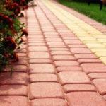 Создание оригинальных садовых дорожек – главное выбрать материалы
