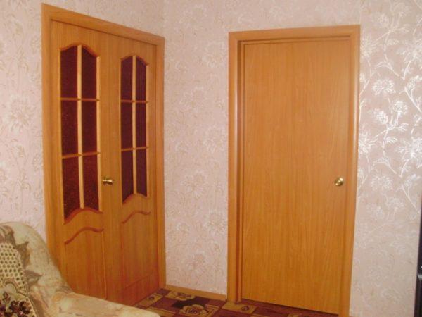 полностью установленные межкомнатные двери
