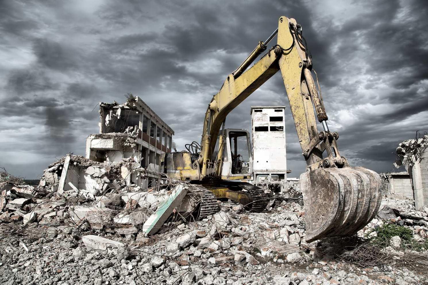 Как выполнить демонтаж зданий быстро и не возиться потом с отходами