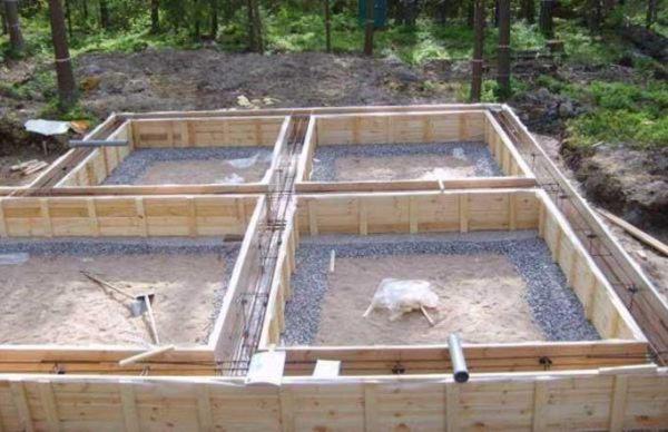 Фундамент перед заливкой бетоном