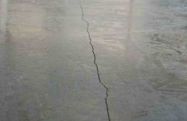 Удаление мелких дефектов бетонного пола