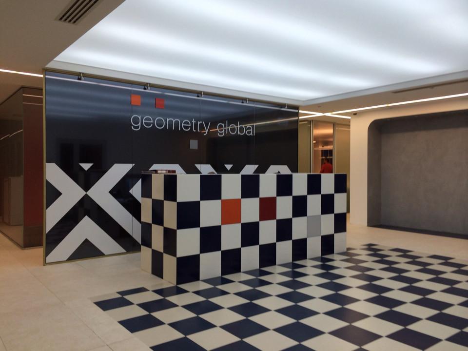 Яркое решение для офисного интерьера: Geometry Global
