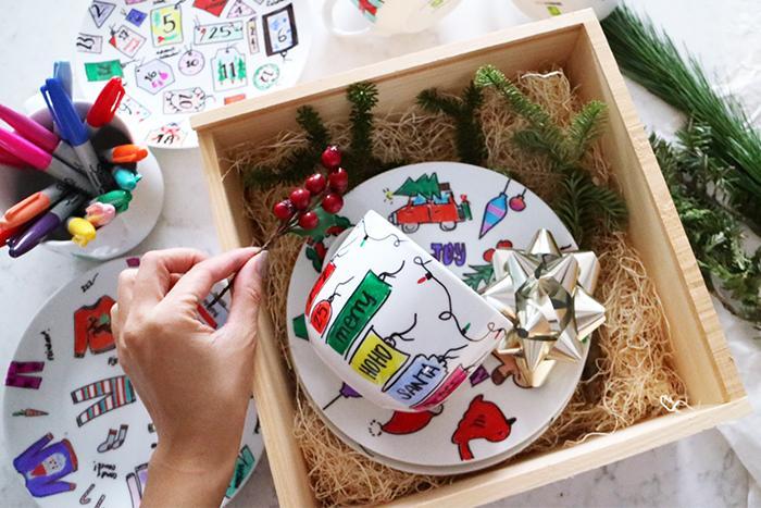 Оригинальный подарок на Новый Год своими руками: расписываем посуду
