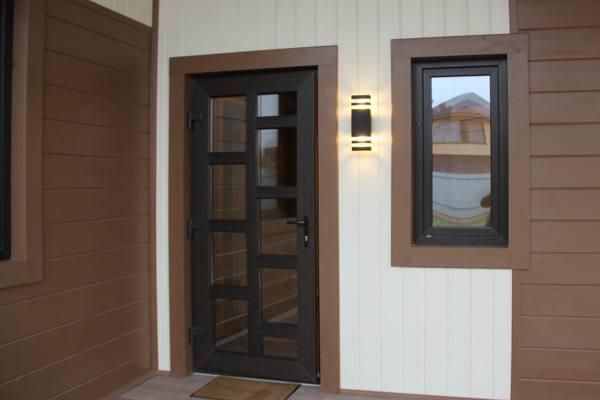 Современные металлопластиковые двери – стильное решение