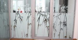 Декоративные витражные пленки для стекла: виды, особенности